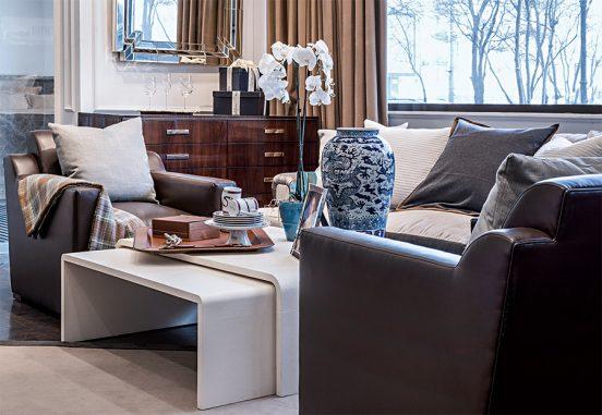 Зона с диваном и креслами в квартире Натали