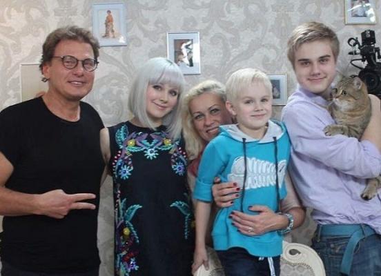 Певица Натали с семьёй
