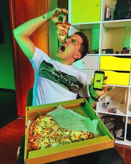 Дмитрий Масленников на кухне