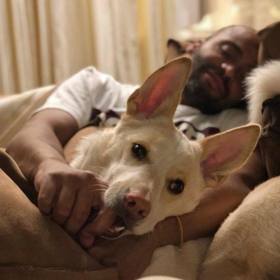 Мигель с собакой