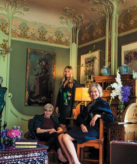 Алиса Фрейндлих и её семья в гостиной