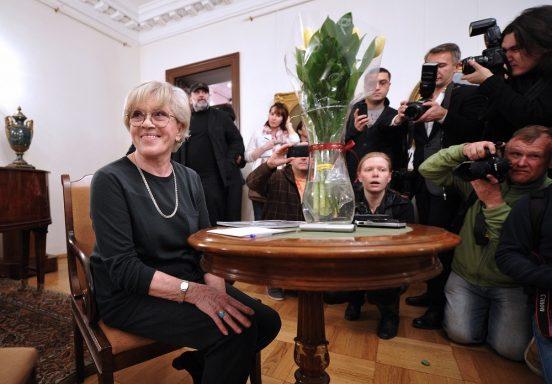 Алиса Фрейндлих и репортёры