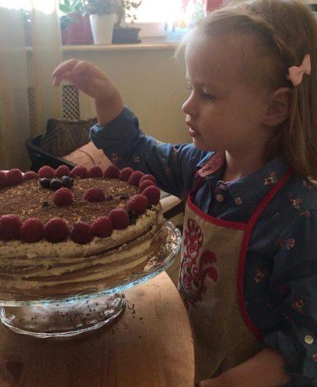 Дочка Сергея Безрукова и торт