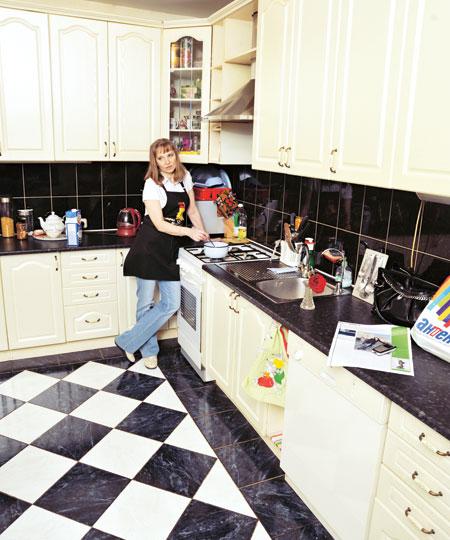 Лариса на кухне