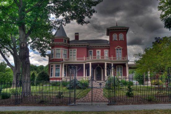 Где живёт Стивен Кинг: подборка фото дома и личные снимки писателя