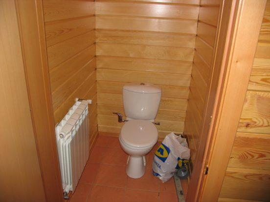 как заделать канализационную трубу в туалете