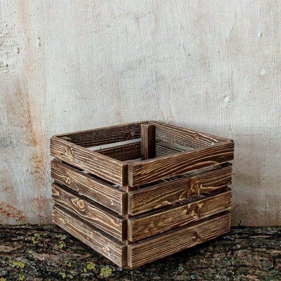 Ящик, покрытый морилкой