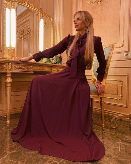 Юлия Михальчик в платье