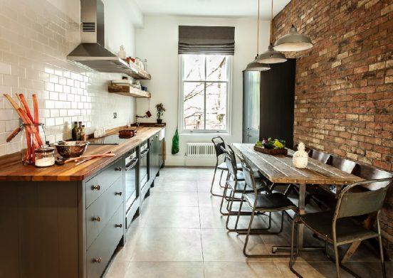 Обои под кирпич на кухне: примеры на фото - Отделка