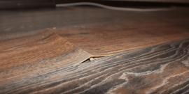 Что делать, если вздулся ламинат на стыках: способы решения проблемы