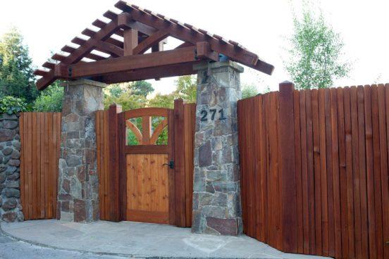 красивые деревянные ворота и калитки