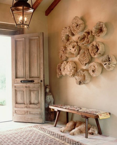 Декор стены спилами дерева