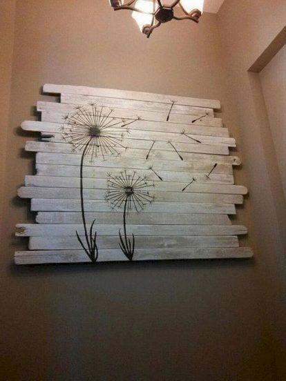 Панно из дерева на стене