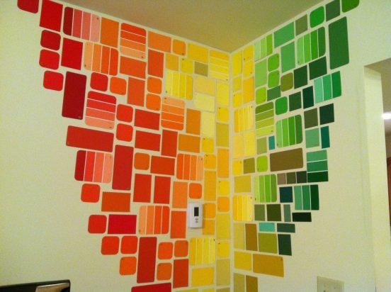 Вариант ярко декорировать неровную стену
