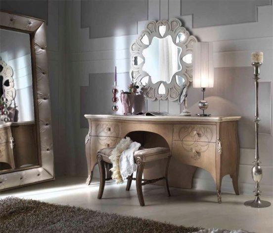 Туалетный столик и зеркало