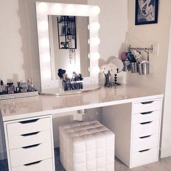 Туалетный столик и зеркало с подсветкой