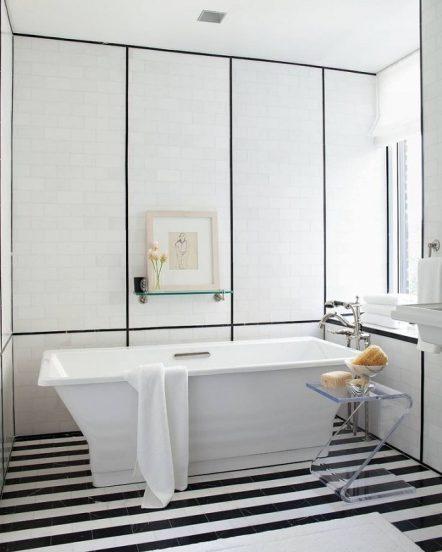 Чёрно-белая ванная