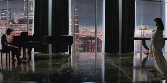 Кадр из фильма «50 оттенков серого»