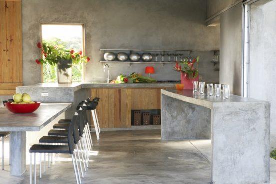 Бетонные столы в кухне