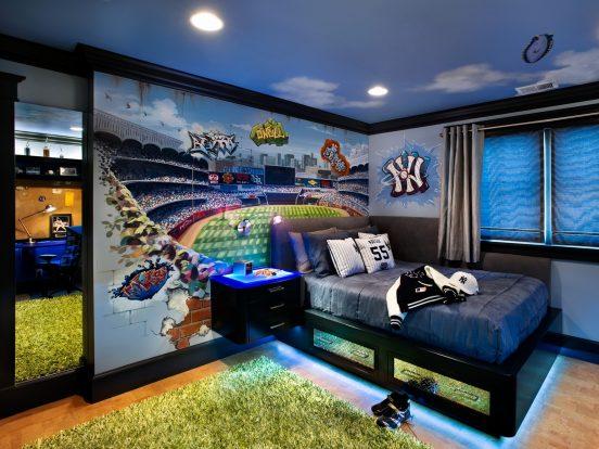 Спальня с ярким декором