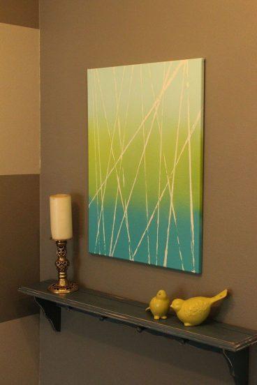 Пересечение линий на бело-зелёно-голубом фоне на картине