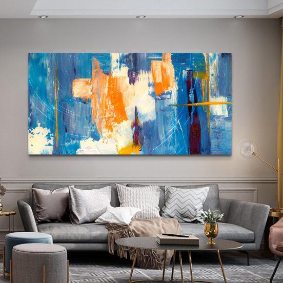 Абстрактная картина над диваном