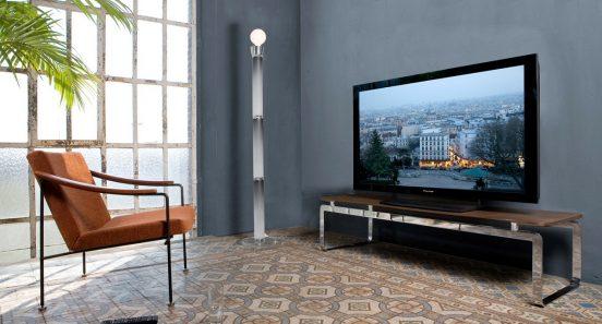 Телевизор на подставке
