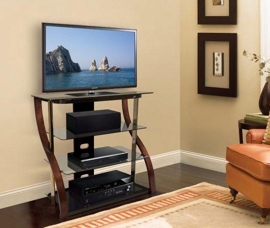 Телевизор на шкафчике