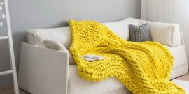 Украшение дивана пледом и подушками: советы и фото