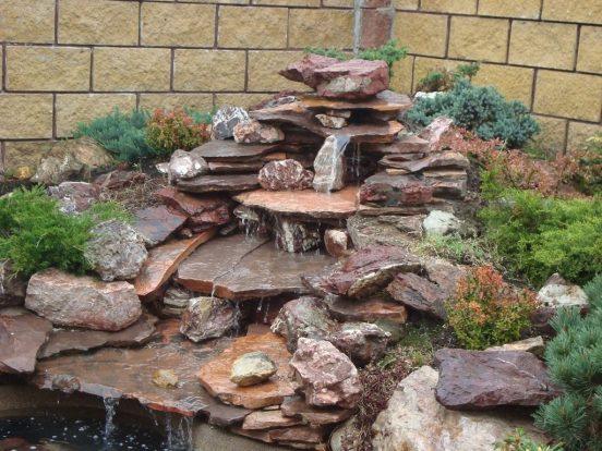 Горка-водопад из камня