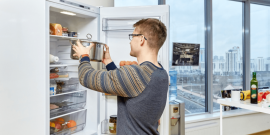Почему нельзя горячее ставить в холодильник