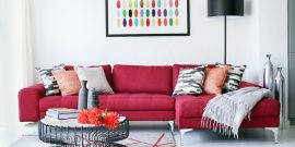 Белая гостиная с яркими акцентами: идеи на фото