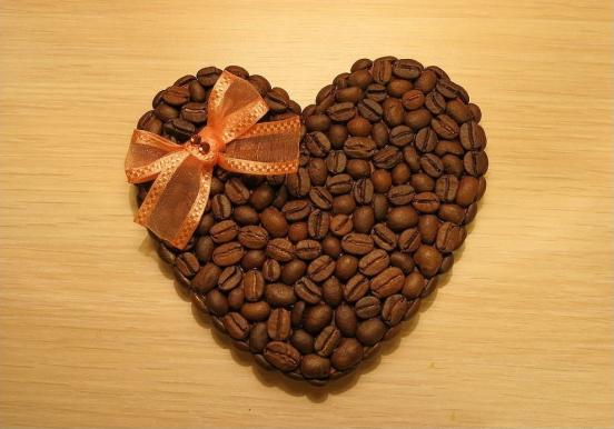 Сердечко-магнит из кофейных зёрен