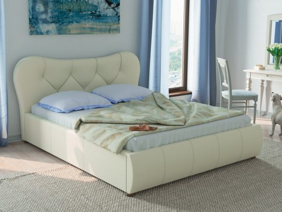 Кровать в спальне