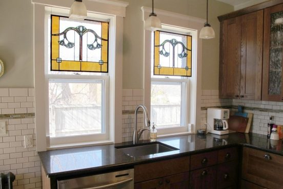 Декор окна декоративной плёнкой в виде витража