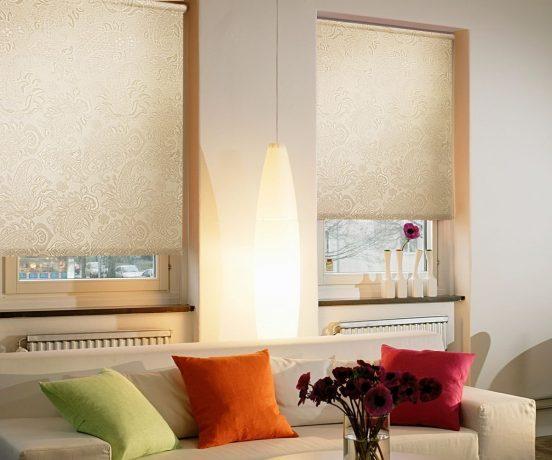 Декор окна роллетами