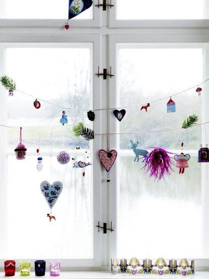 Декор окна самодельными гирляндами