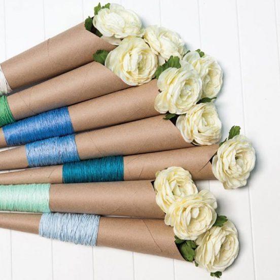Розы в упаковке из крафт-бумаги