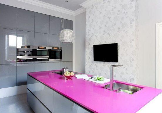 Кухня с серым гарнитуром