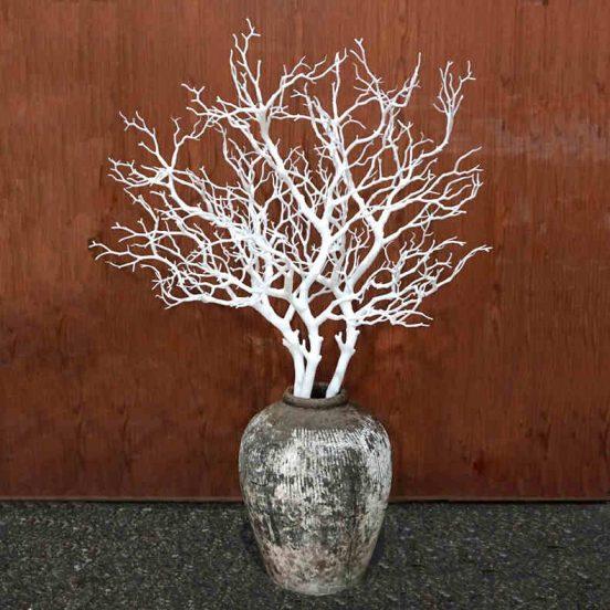 Ваза с декоративными ветвями