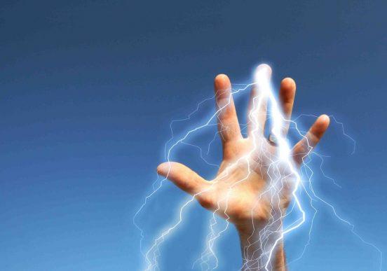 Рука с молниями