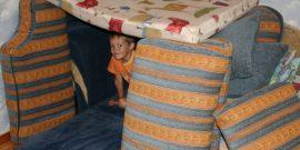 Дом из одеяла и подушек для детей