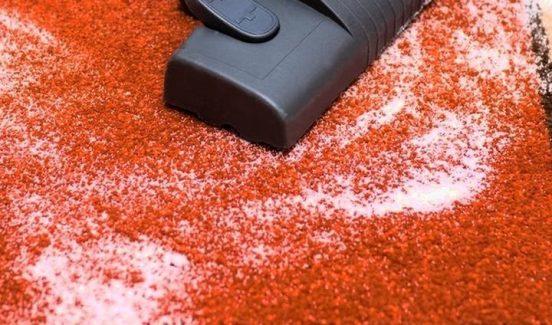 Чистка ковра солью