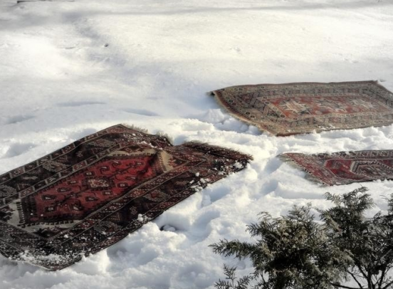 Чистка ковров снегом
