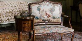 Старинное кресло в интерьере: примеры на фото