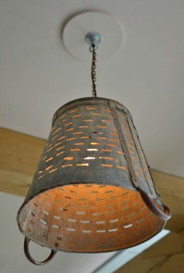 Светильник из старого ведра