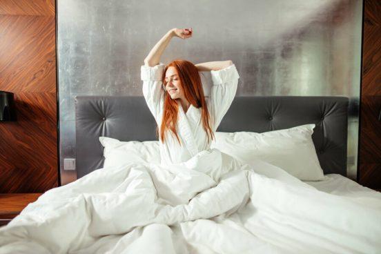 как сделать кровать уютной