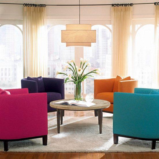 яркие кресла в интерьере