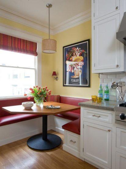 кухня со встроенным диваном