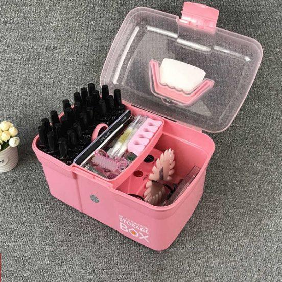 Инструменты для маникюра в контейнере